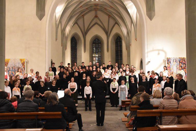 Einmaliges Chorkonzert mit Über 100 Jugendlichen
